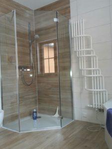 Dusche mit Kopfbrause